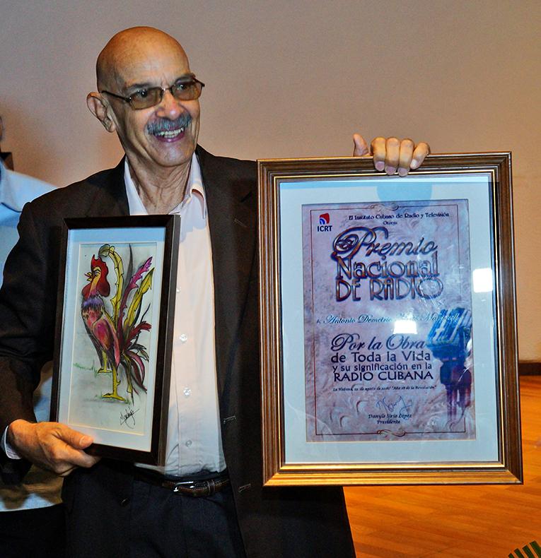 Para Antonio Moltó el enorme abrazo y hasta siempre