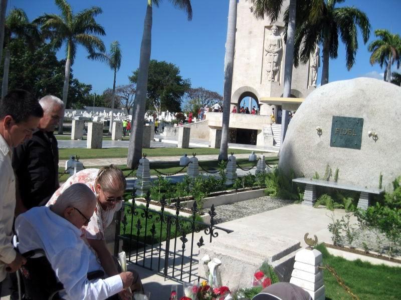 Participantes en la Feria del Libro en Santiago de Cuba ofrecieron homenaje a Fidel