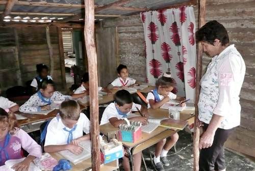Por continuar perfeccionando la educaci�n en la zona monta�osa de Granma