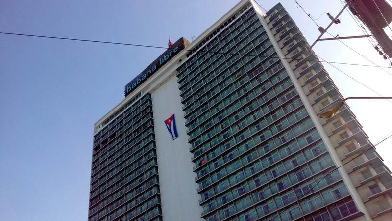 Bandera cubana en el Habana Libre. Foto: Yoel Almaguer