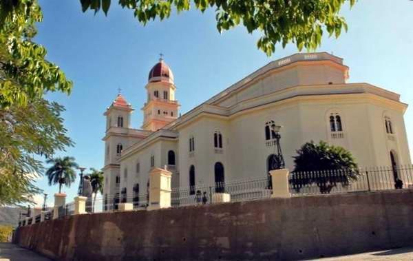 Basílica Menor Santuario de Nuestra Señora de la Caridad del Cobre, ubicada en El Cobre, poblado de la Sierra Maestra situado a unos 22 kilómetros al noroeste de la ciudad de Santiago de Cuba, 9 de marzo de 2012. Foto: Miguel Rubiera.