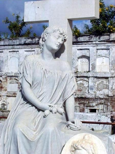 Escultura La Bella Cementerio de Reina de Cienfuegos. Foto: Mireya Ojeda