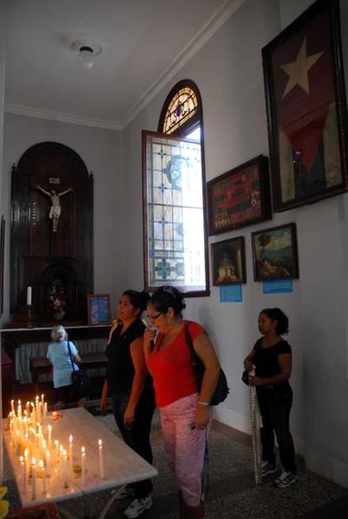 Capilla de Los Milagros en la Basílica Menor Santuario de Nuestra Señora de la Caridad del Cobre, situada a unos 22 kilómetros al noroeste de la ciudad de Santiago de Cuba, 9 de marzo de 2012. Foto: Miguel Rubiera.