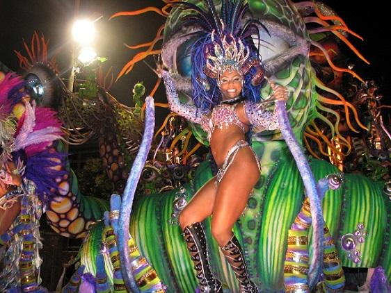 Llegó el carnaval con sus bailes, disfraces y comparsas