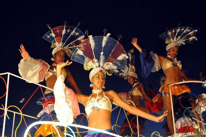 La Habana se viste  de carnaval en agosto