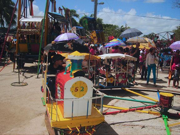 Viene el tren... en el Carnaval infantil en Holguín. Foto Aroldo Garcia