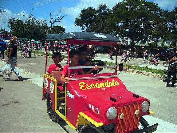 Carnaval Infantil en Holguín: el carrusel, las maquinitas,  los inflables. Foto Aroldo García