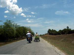 Carretera Báguanos Tacajó, Holguín, Cuba.