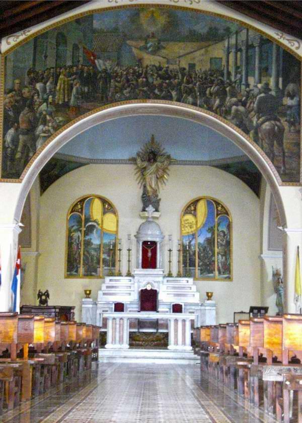 La catedral de Bayamo tiene el orgullo de ser el único templo en Cuba que posee en su interior una pintura de tema patriótico. Se trata de Jura y bendición de la bandera del Padre de la Patria, Carlos Manuel de Céspedes. Iván Morales Morales