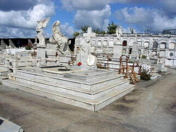 Panteón Cementerio de Reina de Cienfuegos. Foto: Mireya Ojeda