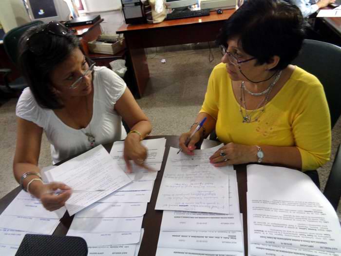 Virginia María Martínez, directora Informativa junto a Cuqui Dueñas directora delespacio. Foto: Alhija Villlalón Veliz