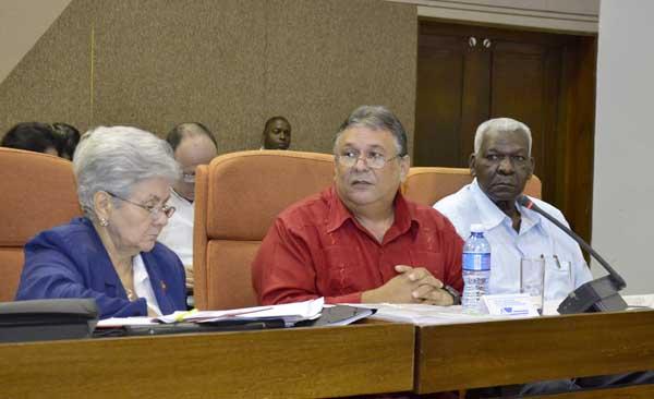 En Parlamento cubano, previsi�n de crecimiento econ�mico para 2015