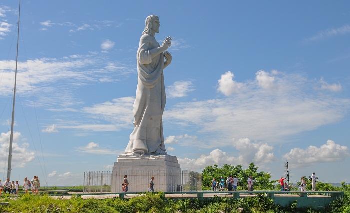 El Cristo que bendice La Habana