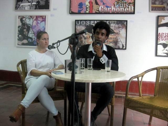 Alberto Lescay, (hijo) junto a la musicóloga  Gretel Garlobo.