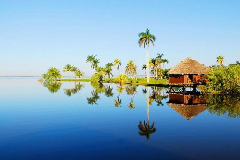 Taínos en la laguna