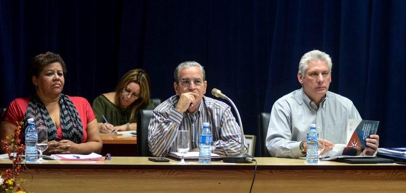 Miguel Díaz-Canel Bermúdez (D), Primer Vicepresidente de los Consejos de Estado y de Ministros, Olga Lidia Tapia Iglesias (I), miembro del Secretariado del Comité Central del Partido Comunista de Cuba (CC PCC), y jefa del Departamento de Educación, Deportes y Ciencia del CC PCC, y José Ramón Saborido Loidi (C), Ministro de Educación Superior (MES), durante el Balance de ese ministerio en el 2017, realizado en la sede del MES, en La Habana, Cuba, el 26 de marzo de 2018. ACN FOTO/ Abel PADRÓN