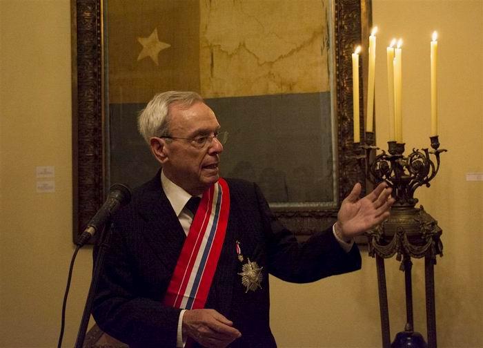 Recibe Eusebio Leal Orden Nacional al Mérito de Paraguay