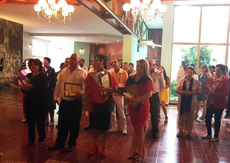 Homenaje a maestros de Camagüey
