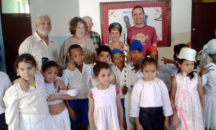 Cercano al día de la prensa el colectivo de la Tupac Amaru rindió homenaje a un grupo de periodistas que residen en el municipio