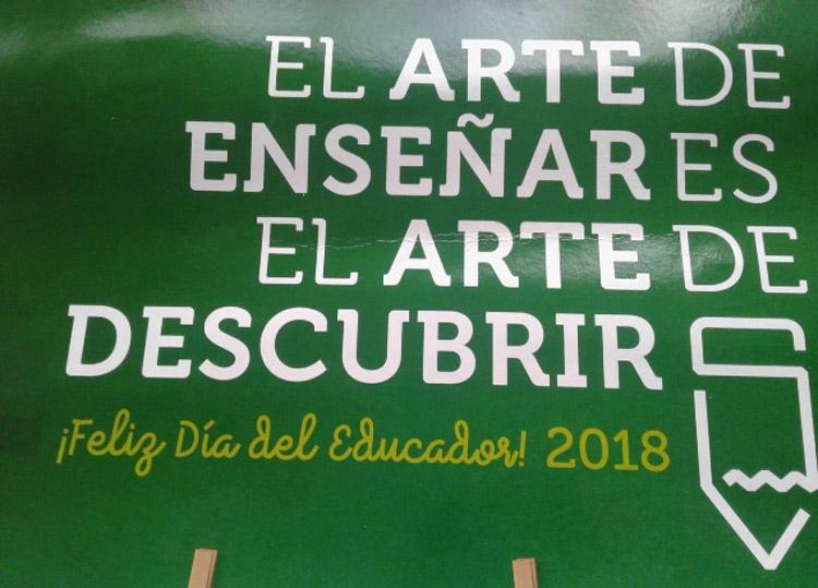 Postales de Correos por el Día del Educador