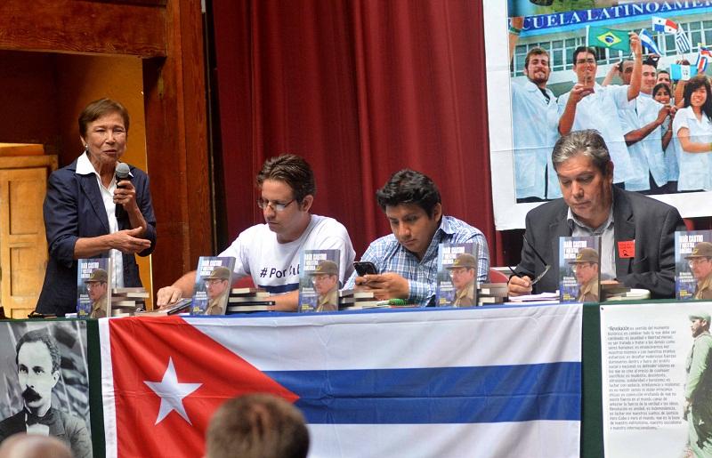 """Un regalo para los pueblos americanos: """"Raúl Castro y nuestra América"""""""