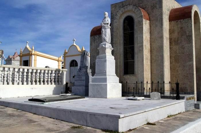 Tumba de Luisa Maria, origen de leyendas urbanas en Matanzas.