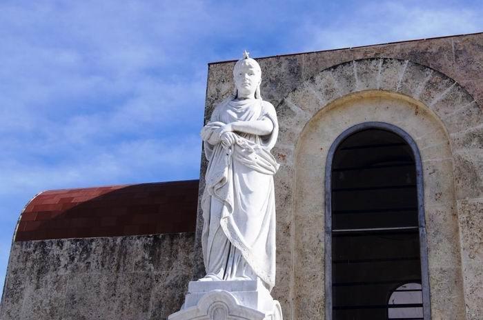 Según la leyenda, la estatua llevaba un brillante en la frente. Fue fruto de la depredación.