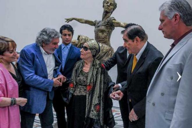 Preside Díaz- Canel  acto de develación de escultura de Alicia Alonso