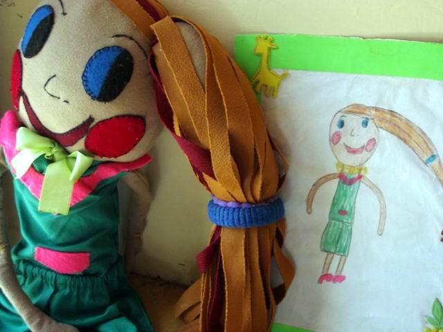 Son los niños los que dibujan los muñecos que quieren. Foto:Miozotis Fabelo