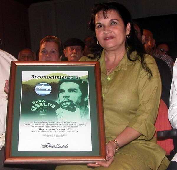 Condecorados Fidel y Raúl con Sello 55 Aniversario de Radio Rebelde