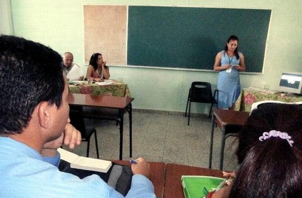 Sesiona en Holgu�n F�rum Nacional Estudiantil de Ciencias Pedag�gicas