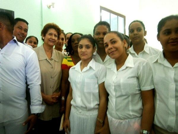 Evalúa Ministra de Educación la formación docente en Cuba