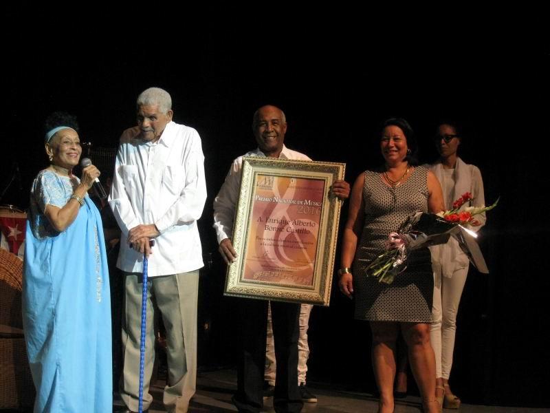Recibió Enrique Bonne el Premio Nacional de Música