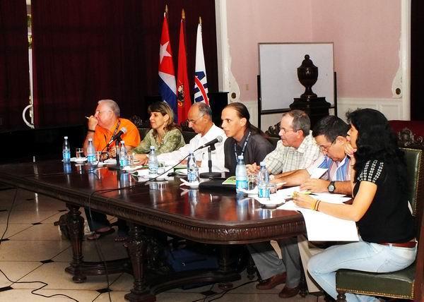 Debates durante el II Congreso de la AHS. Foto: Abel Rojas.