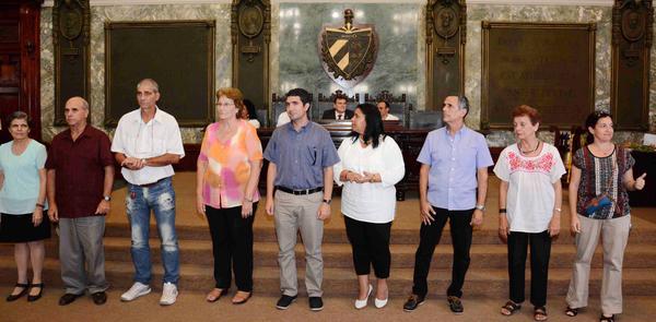 Entregan Tiza de Oro a educadores cubanos