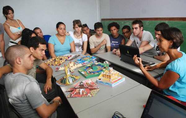 Estudiantes de diseño del ISDI ahora no tendrán que someterse a pruebas de aptitud para entrar en la carrera. Foto Juventud Rebelde