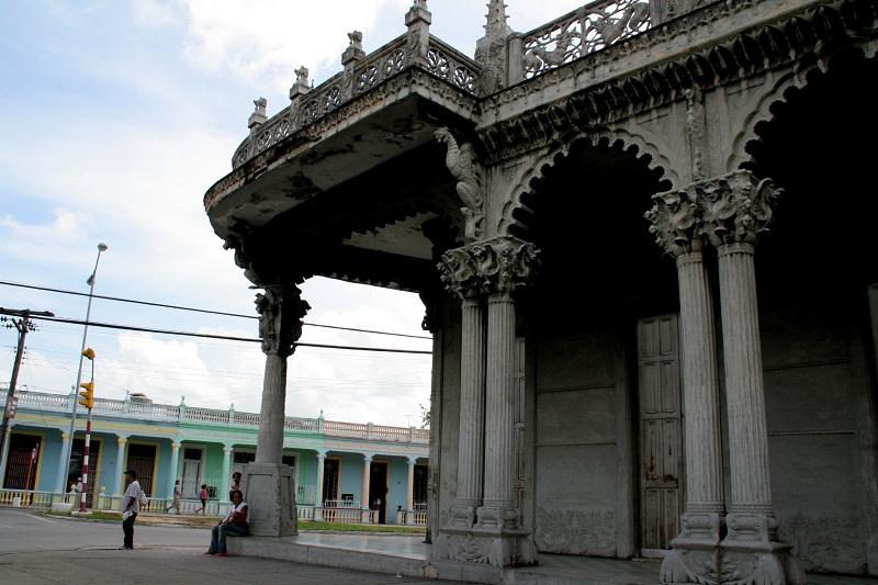 Palacio de Guasch: eclecticismo, naturaleza y conciencia