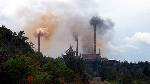 Fábrica de níquel en Moa, Holguín