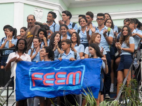 Condenan estudiantes cubanos medidas reaccionarias de Trump