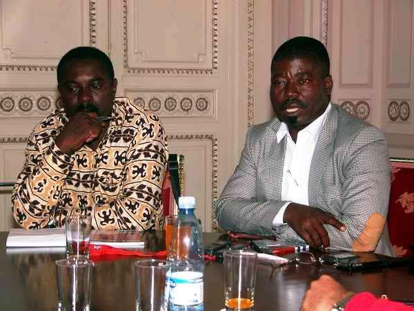 Secretario General de la Asociación de Amistad Angola-Cuba, Fernando Jaime (izquierda) y Presidente del Comité angolano por la Liberación de Los Cinco, António Tomás Ana (derecha). Foto Abel Rojas