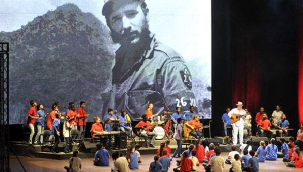 Centenares de niños granmenses celebran cumpleaños 91 de Fidel (+ fotos)