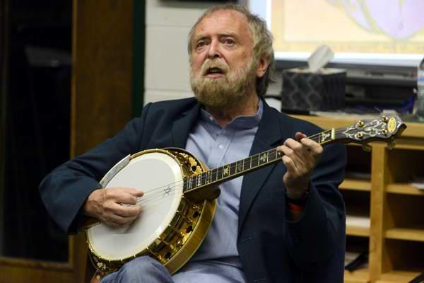 Por primera vez Cuba el músico y folclorista irlandés Mick Moloney