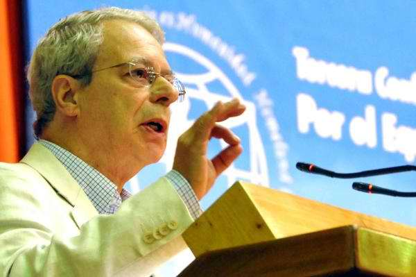Frei Betto dedicó su Premio internacional José Martí a los Cinco Héroes. Foto Marcelino Vázquez