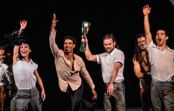 Carlos Acosta (CI), junto a su compañía Acosta Danza, durante la Gala por el aniversario 45 del establecimiento de las relaciones de Cuba-CARICOM. Foto: Marcelino Vázquez
