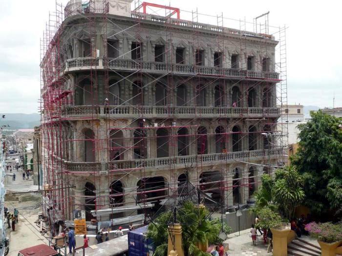 Para los próximos días impactará la pintura base de la fachada del hotel Imperial. Foto: Eduardo Palomares