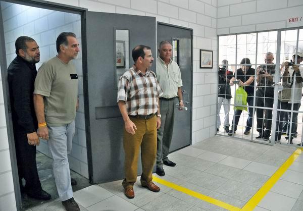 El hueco, un espacio para el arte contra la injusticia, fue inaugurado en el Museo Nacional de Bellas Artes por su autor, el artista cubano de la plástica Alexis Leiva Machado, (Kcho). Foto: José Manuel Correa