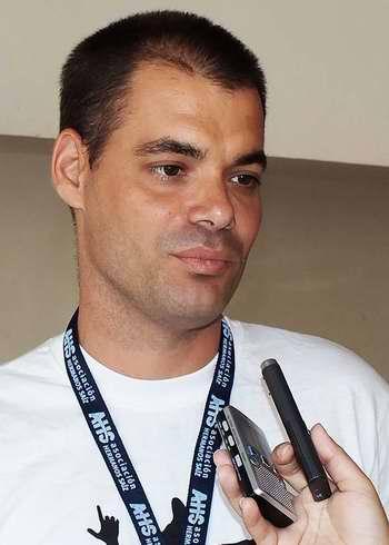 Javier Negrín Ruiz, artista del Municipio Especial Isla de la Juventud. Foto Abel Rojas