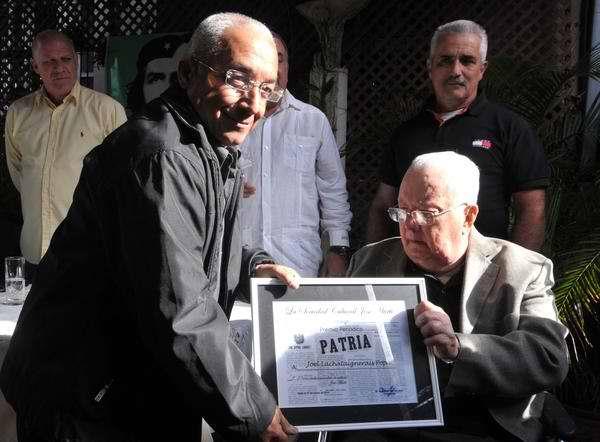 Entrega distinciones Sociedad Cultural José Martí
