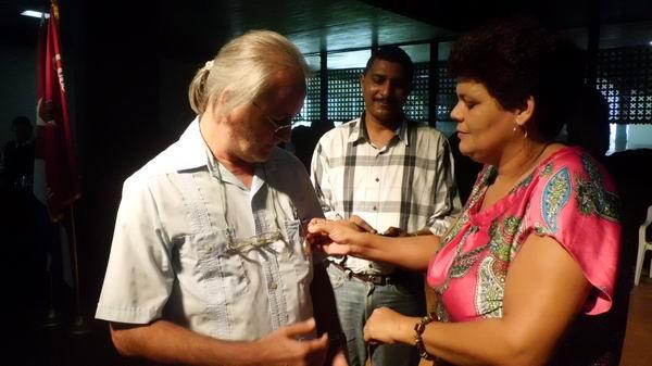 El Sindicato de la Cultura aprovechó la ocasión para entregar al realizador de nuestra emisora José Luis Vidal del Amo la medalla de Trabajador Internacionalista por la misión realizada en Venezuela