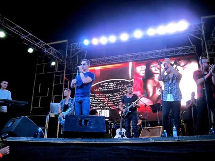 Concierto de Leoni Torres en Santiago de Cuba. Foto tomada del periódico Sierra Maestra
